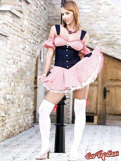 Русская в белых чулкахи платье. Фото девушек в чулках