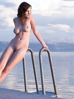 Настоящие упругие  голой девушки фото