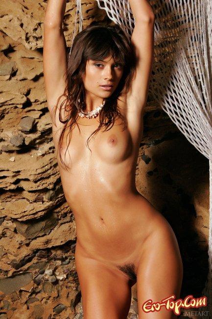 Красивая мокрая попа девушки загорелой девушки фото