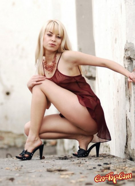 Голая грудь блондинки с набухшими сосочками. Фото голых сисек