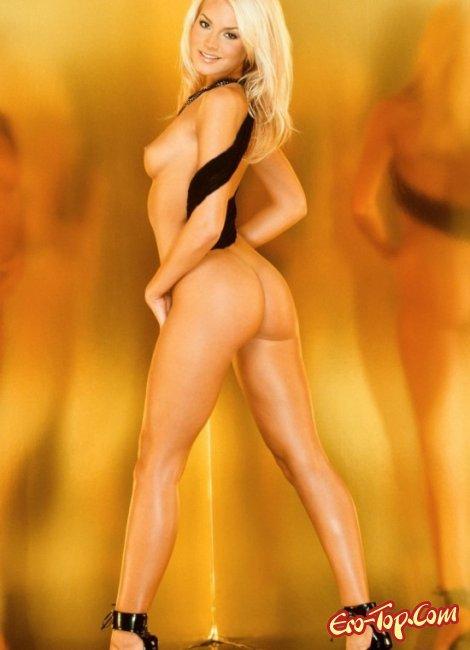 Красивая молодая блондинка показала свою попу. Фото голых блондинок