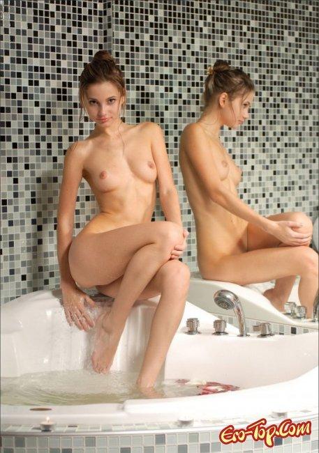 Девушка в джакузи показала свои сиськи. Фото голых девушек