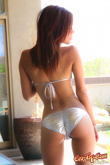 Красотка Ashley Doll в бикини фото