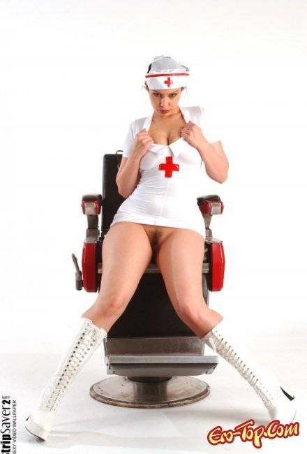 Плохая медсестра показала свою грудь. Фото голых медсестр
