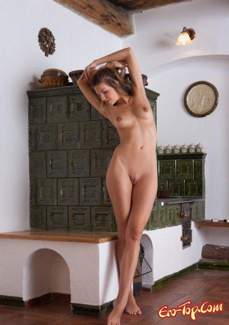 В деревне девушка жила и оголилась. Фото голых девушек