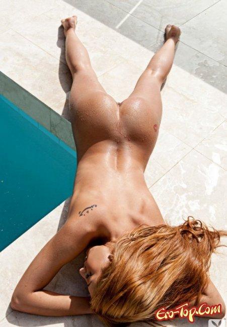 Красивая рыжая девушка показала свои сиськи. Фото голых девушек