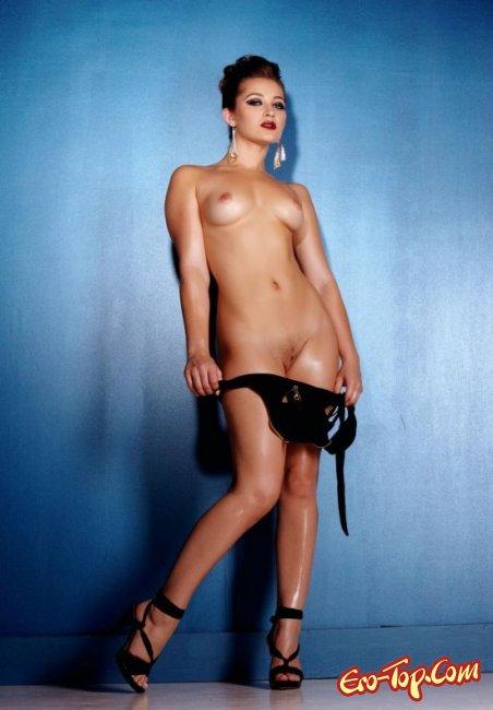 Упругая попка и грудь красивой девушки. Фото голых девушек